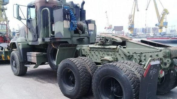 armement le maroc renforce son quipement militaire avec 200 camions de fabrication am ricaine. Black Bedroom Furniture Sets. Home Design Ideas