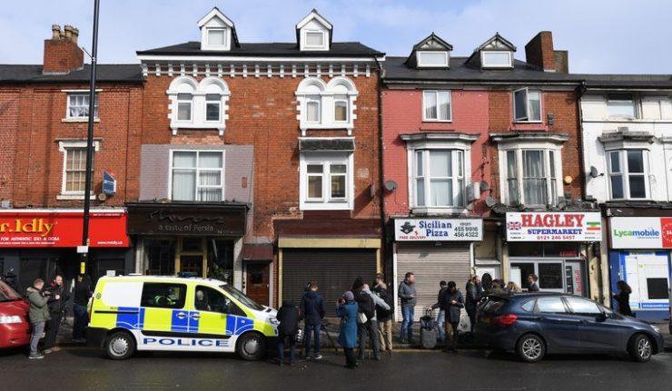 Un véhicule fonce sur des piétons devant une mosquée à Birmingham — Royaume-Uni