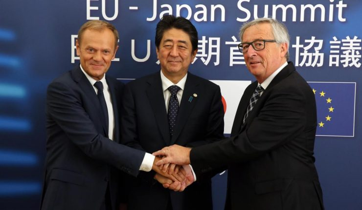 Face à Trump, l'UE et le Japon signent un accord commercial
