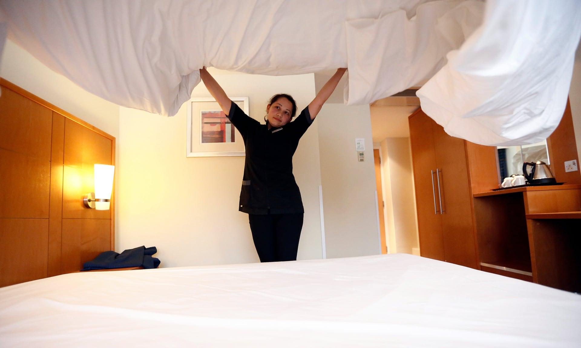 harc lement usa les femmes de m nage aux des h tels souhaitent un bouton de panique pour. Black Bedroom Furniture Sets. Home Design Ideas